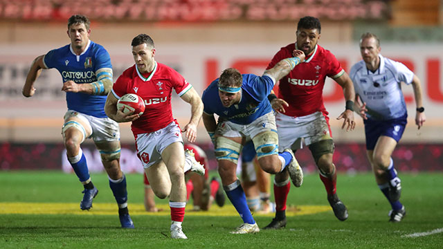 Gareth Davies in action for Wales v Italy in 2020 Autumn Nations Cup