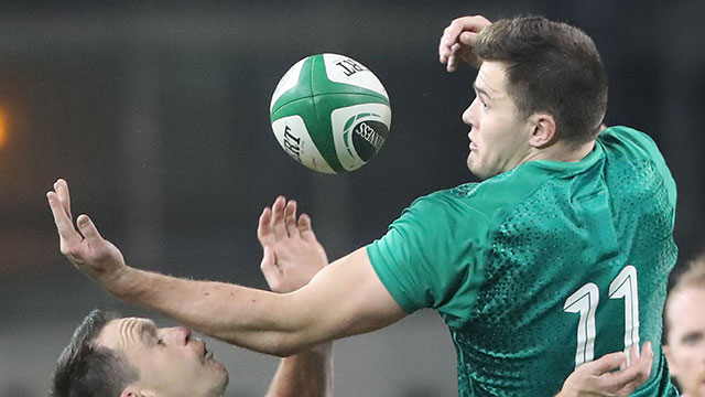 Jacob Stockdale challenges Ben Smith for the ball